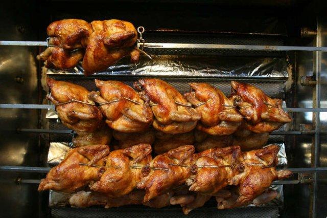 Na sprzedawaniu kurczaków pod dyskotekami można zarobić 40 tysięcy złotych miesięcznie