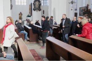 Gdy ksiądz odczytywał komunikat KEP, część osób wyszła z kościoła Mariackiego w Gdańsku