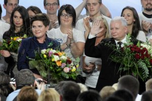 Dzisiaj wcześniejsze wybory, których chce Ryszard Petru, tylko powiększyłyby stan posiadania Jarosława Kaczyńskiego. Na zdjęciu wieczór wyborczy PiS w 2015 roku.