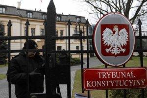 Więcej Polaków popiera TK aniżeli PiS - wynika z najnowszego sondażu CBOS.