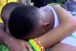 Kadr z filmu o małych kibicach, który podbił internet.