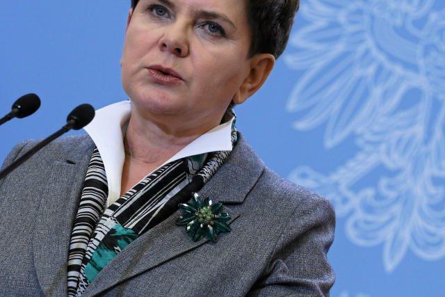 """Zielony to kolor nadziei. Premier zakładała tę broszkę w nadziei, że szefowie klubów parlamentarnych włączą się w """"przeprowadzanie dobrej zmiany w Polsce""""."""