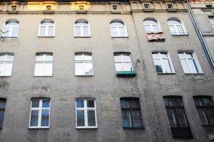 Politolog Daniel Schatz przekonuje, że na terenie Polski znajduje się ponad 170 tys. nieruchomości, które zrabowano Żydom