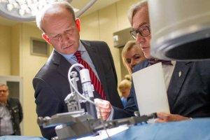 Minister Zdrowia Konstanty Radziwiłł oszczędza na szczepionkach dla dzieci.