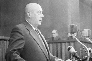 """Premier PRL Józef Cyrankiewicz - to on groził """"buntownikom"""" z Poznania, że władza ludowa odrąbie im ręce."""