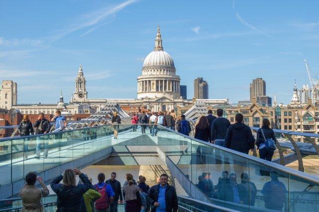 [url=http://shutr.bz/1g11HHE] Millenium bridge [/url] łączący Tate Modern z Katedrą Św. Pawła