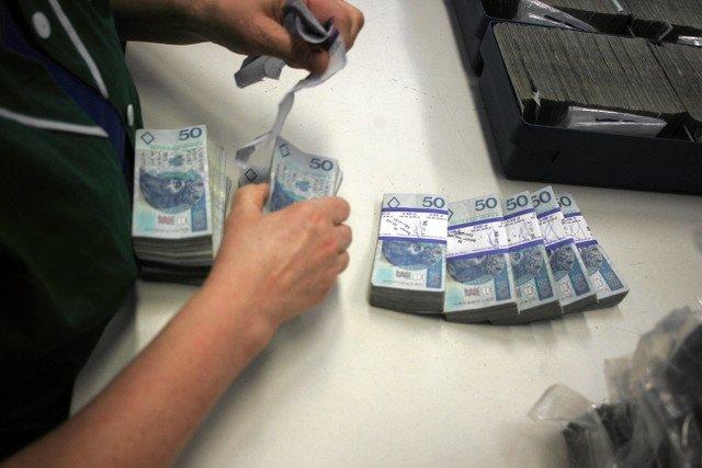 Nie szanujesz pieniędzy i zaginasz rogi banknotów? Dajesz pracę.