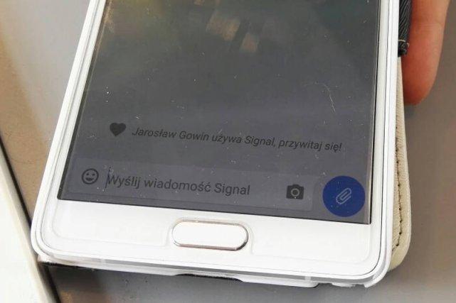 Biuro prasowe ministra Gowina zaczęło szyfrować komunikację przez rządowy telefon za pomocą aplikacji Signal.