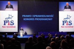 Politycy PiS sądużo bogatsi niż zwykli Polacy.