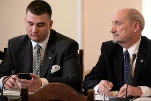 Antoni Macierewicz broni swojego rzecznika.