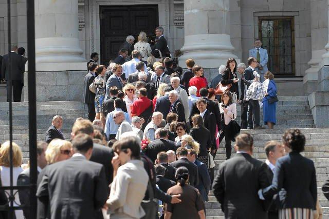 Goście udający się na bankiet, jaki ambasada Federacji Rosyjskiej zorganizowała z okazji Dnia Rosji