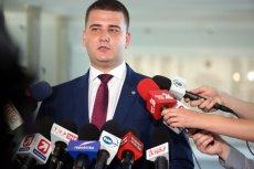 Bartłomiej Misiewicz został zawieszony w MON po doniesieniach mediów na temat nieprawidłowości w jego działalności publicznej