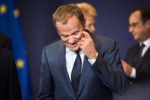 Donald Tusk z rozbawieniem musi obserwować, jak PiS nie ma dobrego dla siebie wyjścia w sprawie poparcia jego kandydatury na drugą kadencję na stanowisku przewodniczącego Rady Europejskiej.