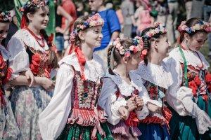 Fot. Flickr/[url=http://bit.ly/1Jr3rD3/]włodi[/url] / [url=http://bit.ly/CC-BY-SA-2]CC BY-SA[/url] Folklor jest trendy. Młodzi ludzie chętnie wybierają festiwale kultury ludowej