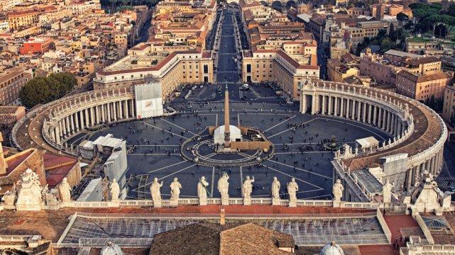 [url=http://shutr.bz/1aaY2jh]Plac świętego Piotra[/url] z kolumnadą Berniniego