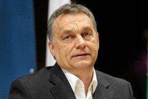 Premierowi Węgier Viktorowi Orbanowi zdawało się, że opodatkowanie internetu pomoże jeszcze bardziej ograniczyć wolność słowa, a tymczasem zapowiedź nowego prawa wywołuje masowe protesty.
