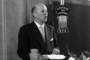 Jan Nowak-Jeziorański - dyrektor Rozgłośni Polskiej Radia Wolna Europa w latach 1952-1976. Na falach RWE regularnie informowano o Poznańskim Czerwcu '56.