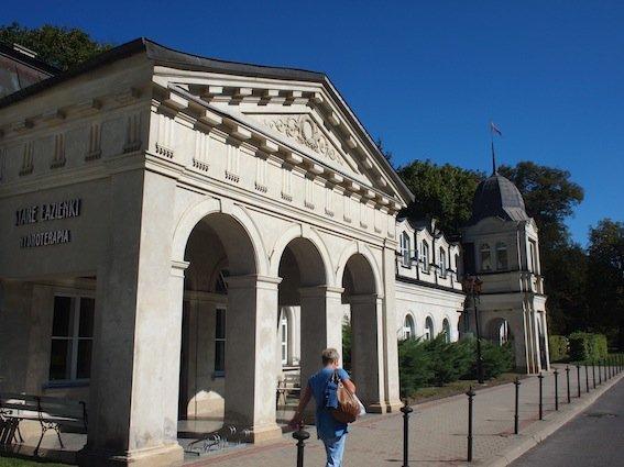 Szlak literacki zaczyna się – jak wszystko w Nałęczowie – w Parku Zdrojowym.