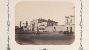 Dworzec Kolei Żelaznej. Dworzec (obecnie nie istnieje) zaprojektowany przez Henryka Marconiego stanął w 1845 pomiędzy ulicami Jerozolimską, Marszałkowską i Widok.