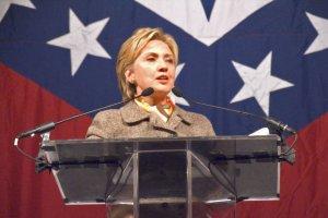 Clinton uspokaja europejskich obserwatorów wyborów w USA.