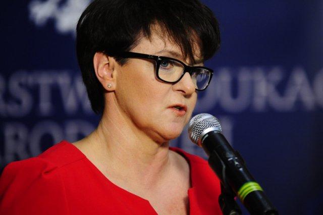 """Minister Edukacji Joanna Kluzik-Rostkowska wysyła dzieci do szkoły, która """"zmusza do myślenia"""". Czyli do prywatnej"""