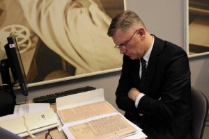 Państwowa firma wsparła 50 tysiącami złotych książkę o Lechu Kaczyńskim, której współautorem jest Sławomir Cenckiewicz.