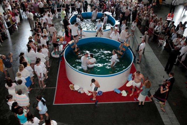 Chrzest Świadków Jehowy