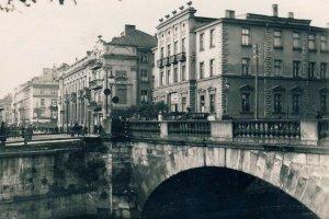 Pałac Karola Weigta (Belweder) i most Kamienny w Kaliszu, przed 1939