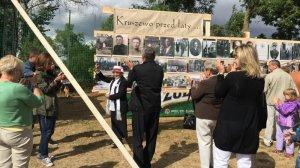Pani Regina Krysiewicz otworzyła wystawę fotografii. To właśnie tacy ludzie są nośnikiem lokalnej historii.