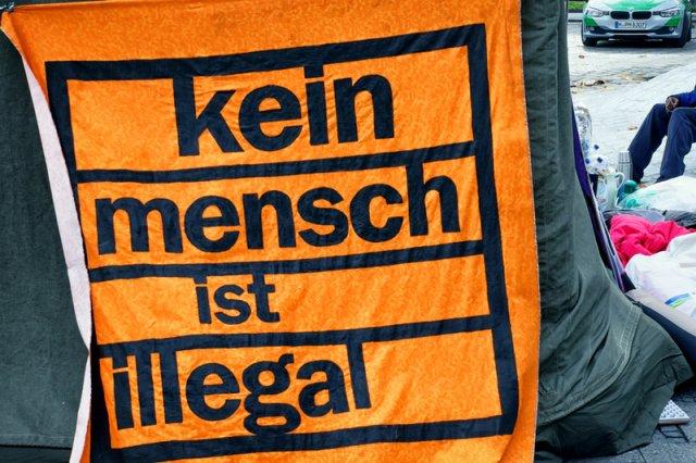 Niemiecki socjal wyjątkowo przyciąga uchodźców, także tych z Afryki i Bliskiego Wschodu