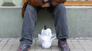 Alkoholik musi chcieć się leczyć.