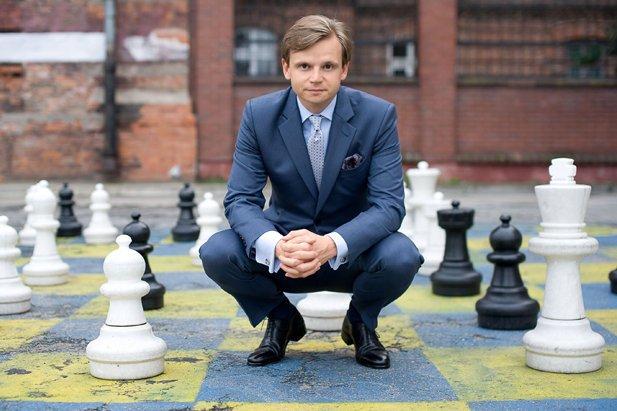 Roman Zaczkiewicz, autor bloga Szarmant, właściciel pracowni krawieckiej Studio Zaczkiewicz, założyciel Stowarzyszenia But w Butonierce