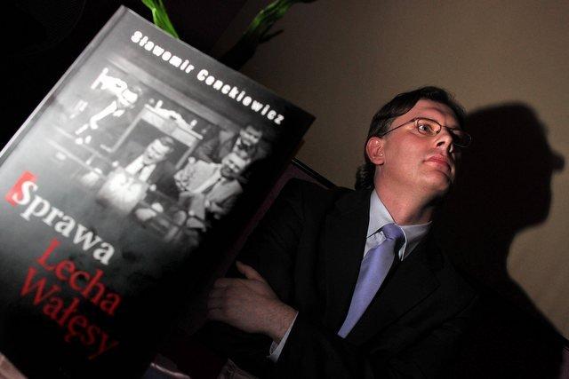 Dzięki sprawie Wałęsy Cenckiewicz przeistoczył się z szeregowego historyka do kandydata na prezesa IPN.