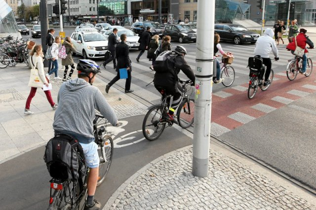 Możesz kupić rower na przekór kaczyzmowi, a nawet zostać wege. Ale Polacy myślą tak, jak Waszczykowski