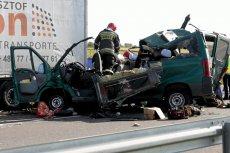 Policja zazwyczaj wini kierowców, kierowcy kiepskie drogi, a to zły stan aut może być przyczyną znacznej części wypadków