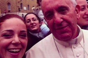 Jedno z pierwszych selfie papieża.