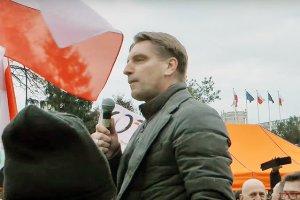 Tomasz Lis i wystąpienie podczas manifestacji KOD w Warszawie.