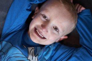 Emil cierpi na skomplikowaną wadę serca. Dzięki 370 tys. osób wróci do zdrowia.