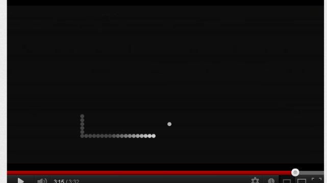 A to już klasyczny numer  grą w Snake'a na YouTube.
