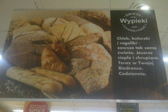 Reklama pieczywa z pieca w Biedronce przy ul. Dolnej w Warszawie