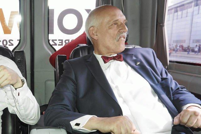 Janusz Korwin-Mikke ma 74-lata i jest szczęśliwym tatą sześciorga dzieci, w tym dwoje ze związku z partyjną działaczką.
