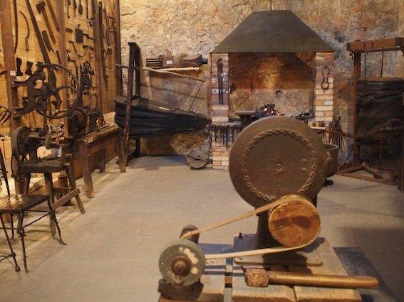 Muzeum kowalstwa w Wieży Ariańskiej.
