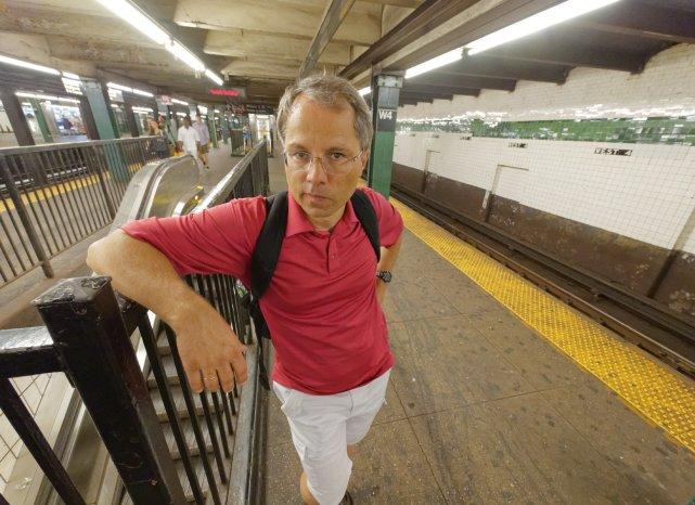 Upał na stacjach metra częściowo bierze się stąd, że w wagonach metra działa klimatyzacja. Temperatura na peronie przewyższała 29-30 C, notowane na zewnątrz.
