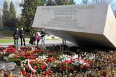Bliscy ofiar katastrofy smoleńskiej nie chcą ekshumacji bliskich, piszą list.