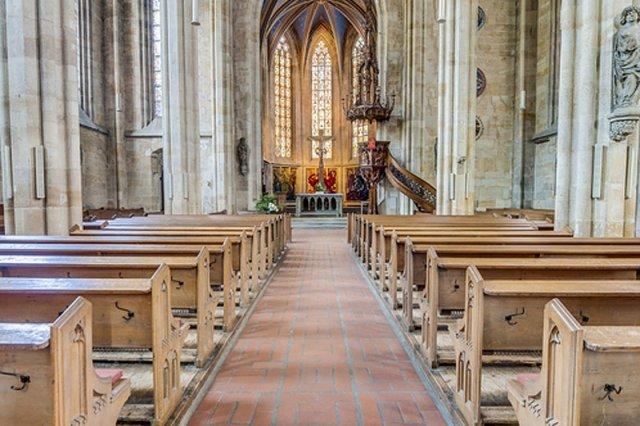 Kościoły w Niemczech pustoszeją przez podatki, które muszą płacić wszyscy wierni. Jedynym sposobem na oszczędność jest zadeklarowanie utraty wiary...