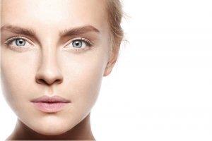 Podkład ma ukryć niedoskonałości i poprawić koloryt skóry