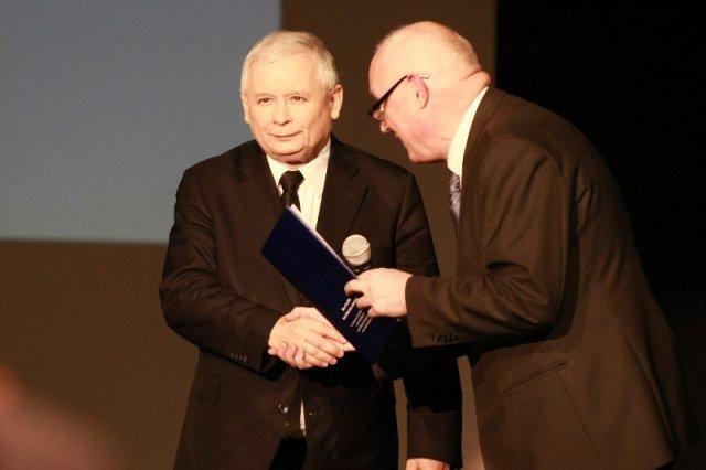 Jarosławowi Kaczyńskiemu nie przeszkadza przeszłość Jasińskiego. Nawet w rocznicęstanu wojennego