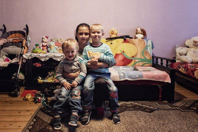 Przedszkole syna  pani Joanny ma sztywne wymogi. Dwie pary dresów, dwie pary butów - samotnej matce trudno to wszystko sfinansować.