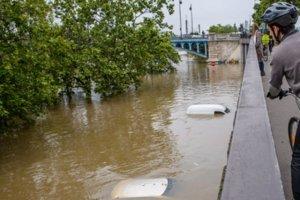 Samochody po powodzi to okazja dla nieuczciwych handlarzy i źródło problemów dla klientów.