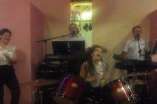 Szalona perkusistka podbija sieć.
